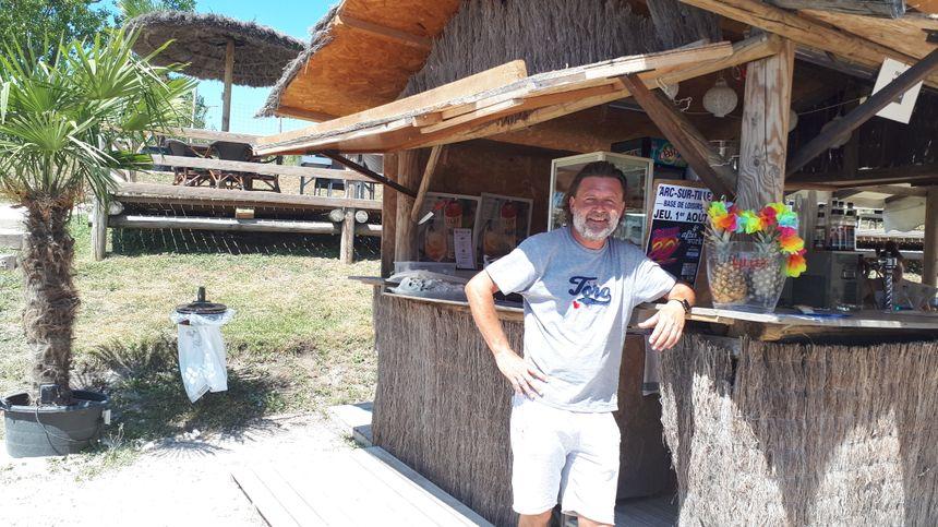 Nicolas Roche, est l'exploitant du restaurant et des jeux d'enfants sur la base de loisirs, son contrat arrive à son terme à l'automne.