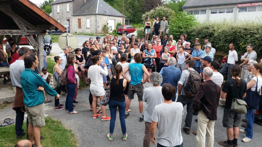 La réunion publique à Faux-la-Montagne