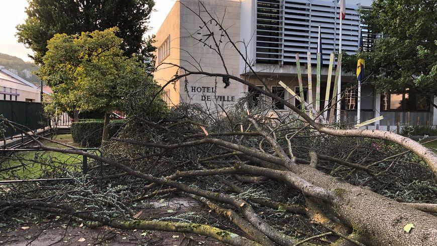 Orages en Isère : dégâts matériels, plusieurs blessés, des