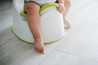 bébé sur son pot