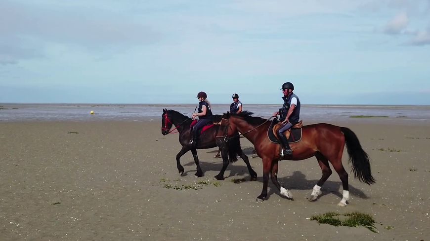 Les trois cavaliers patrouillent tous les jours pendant l'été, et les weekends hors saison, d'avril à septembre.