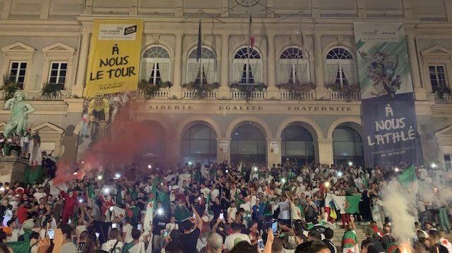 Près de 3000 supporters algériens réunis pour célébrer la victoire de la CAN à Saint-Etienne.