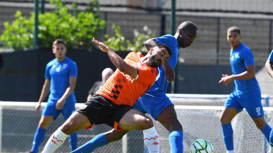 Umut Bozok, attaquant du FC Lorient, contre Niort en match de préparation