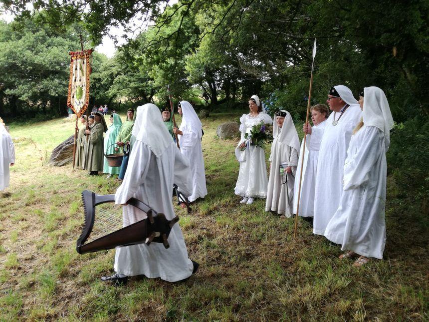 Les druides mettent en avant leur amour de la nature et de la Bretagne.