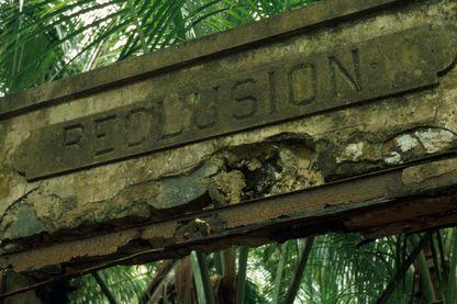 Colonie pénitentiaire sur l'île Saint-Joseph, une des îles du Salut sur la côte de la Guyane. Elle dépend de la commune de Cayenne.