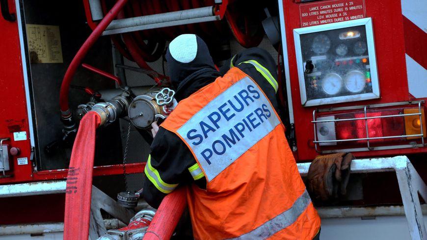 21 pompiers venus de plusieurs centres de secours dont celui de Mirebeau sont intervenus