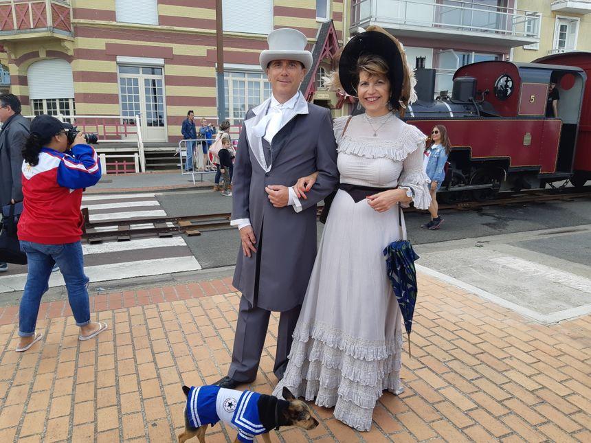 """Un couple en costume """"Belle époque"""""""