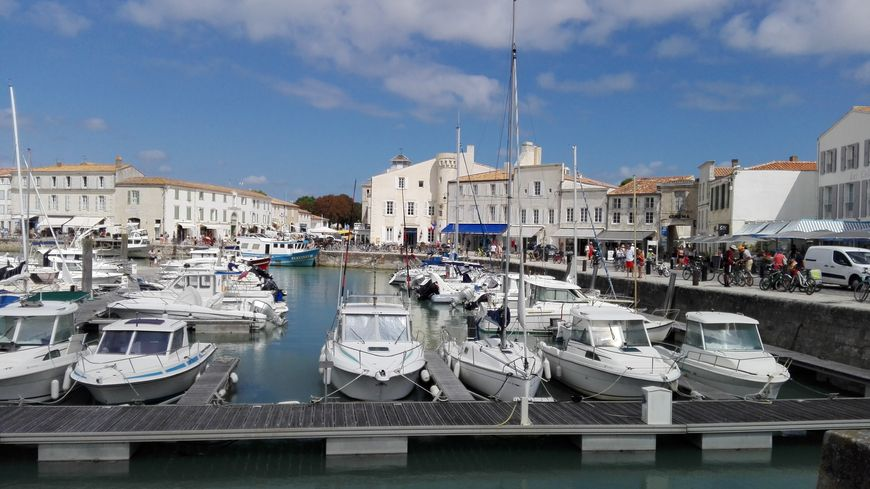 Sur le port de Saint-Martin-de-Ré, les professionnels du tourisme constatent une baisse de fréquentation