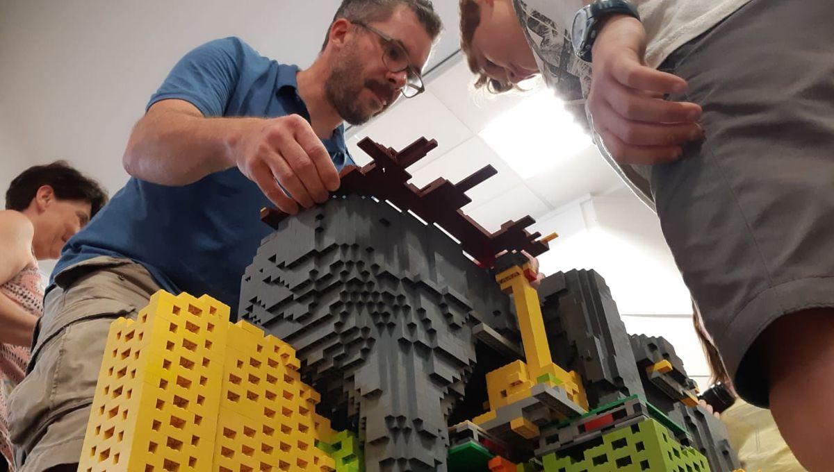 EN IMAGES - La Roche-sur-Yon : les enfants reconstruisent la statue de Napoléon... en LEGO!