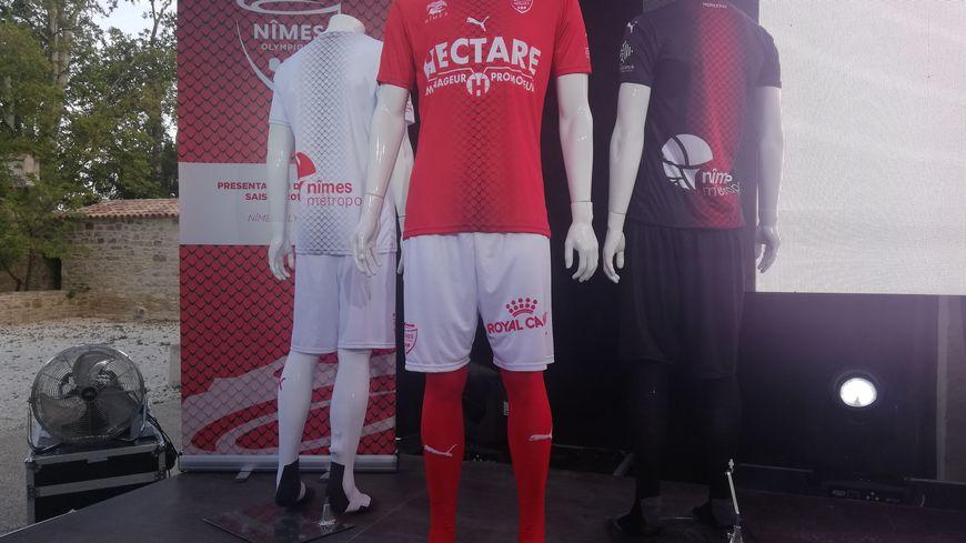 Le nouveau maillot du Nîmes Olympique et ses écailles de crocodile