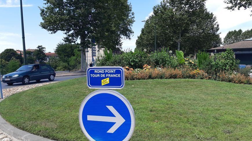 """Le premier """"rond-point du Tour de France"""" est à Lavaur."""