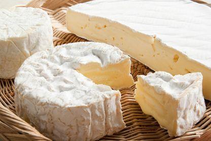 Plateau de fromages : camembert et brie