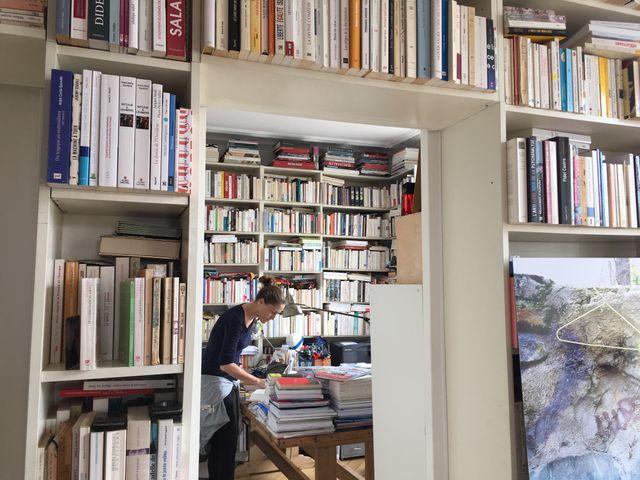 Dans la bibliothèque de Cynthia Fleury