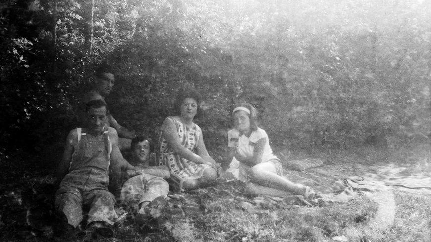 Qui est la famille sur ces vieilles photos en noir et blanc ? Des centaines d'internautes creusois tentent de résoudre le mystère