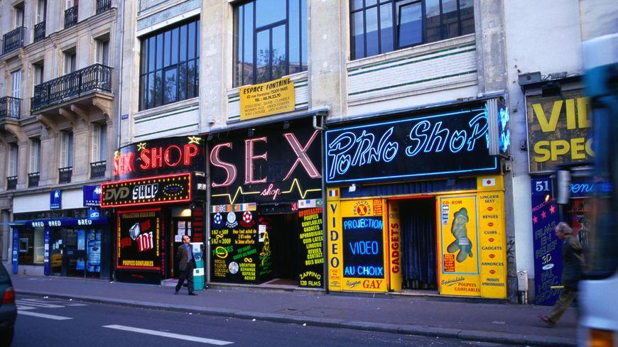 """Magasins """"Sex Shop""""  dans le quartier de Pigalle."""