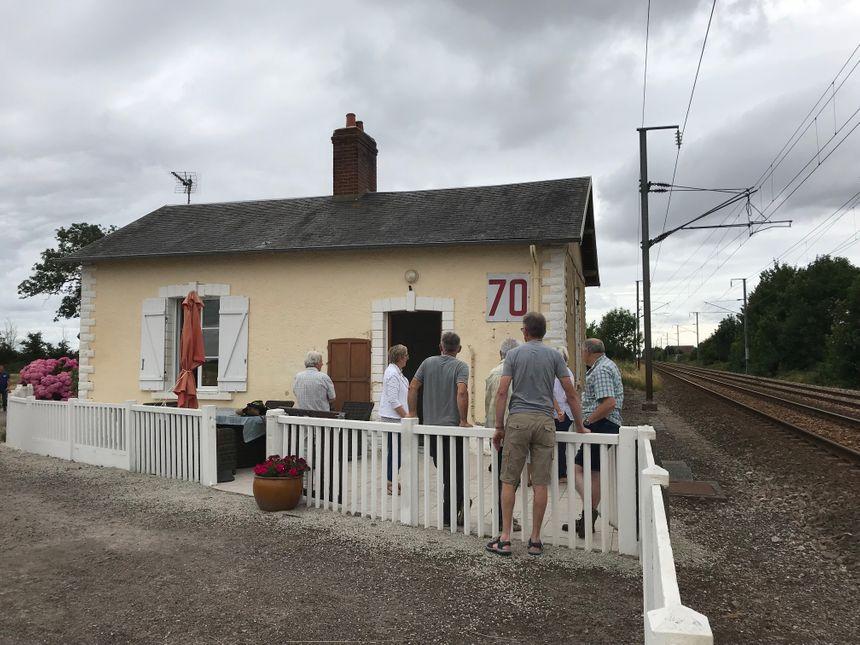 Marie-Dominique Aubin a passé toute sa vie dans cette maison. Mais situé trop près des voies, la SNCF explique que le bâtiment doit être détruit.