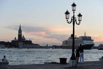 Le paquebot Queen Elizabeth à Venise en 2014