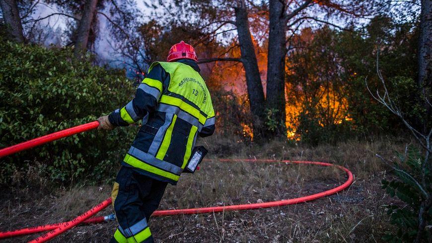 Les pompiers interviennent sur un incendie à Aubagne, en 2017.