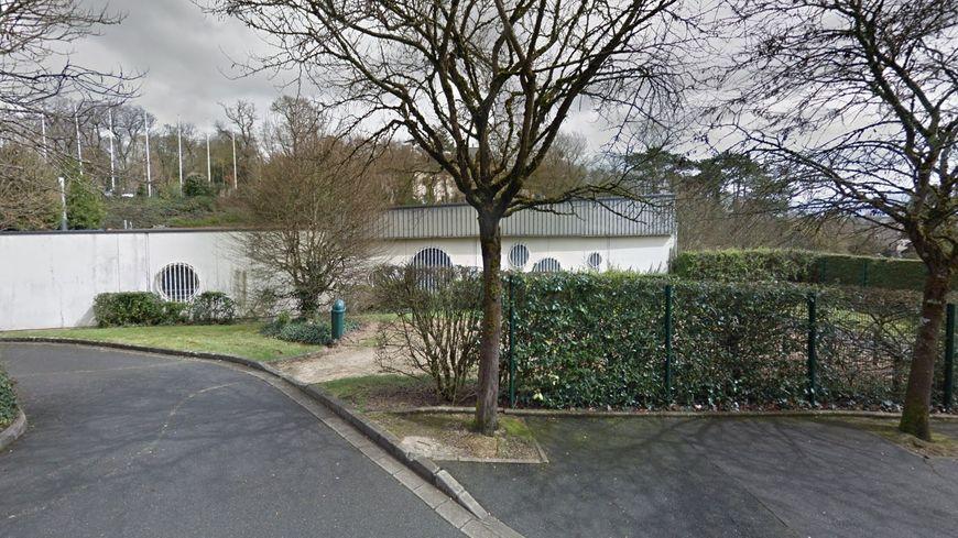 La piscine municipale de St-Cyr-sur-Loire devrait rouvrir ce mardi.