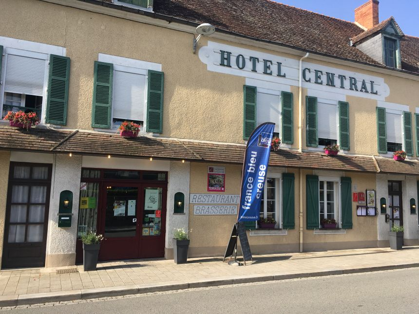 Le Central hôtel restaurant à Boussac