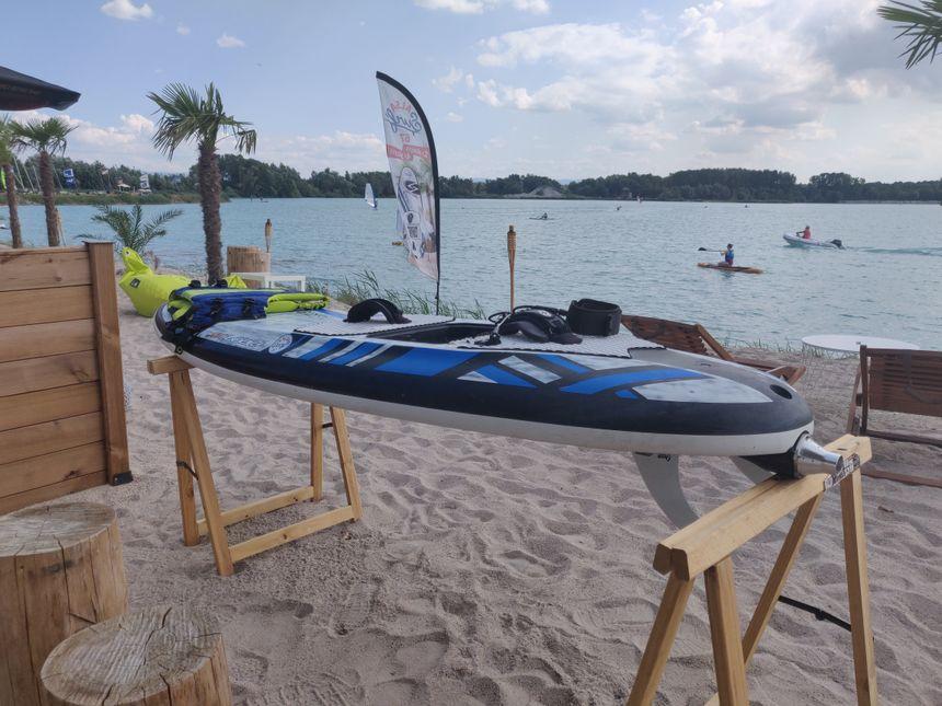 Les surfs connectés sont propulsés grâce à des turbines électriques