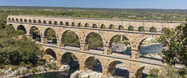 Le pont du Gard est  l'un des monuments français les plus visités