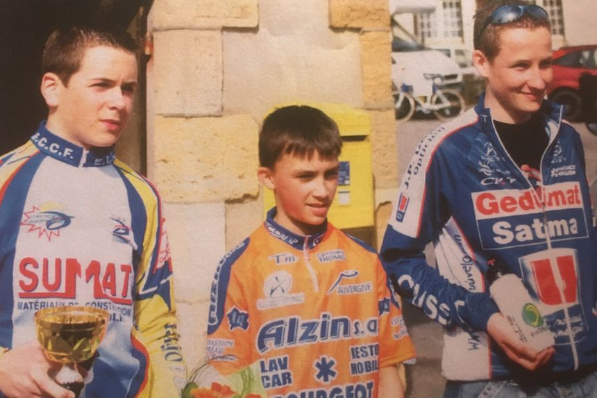 Julian sur un podium à Montmarault
