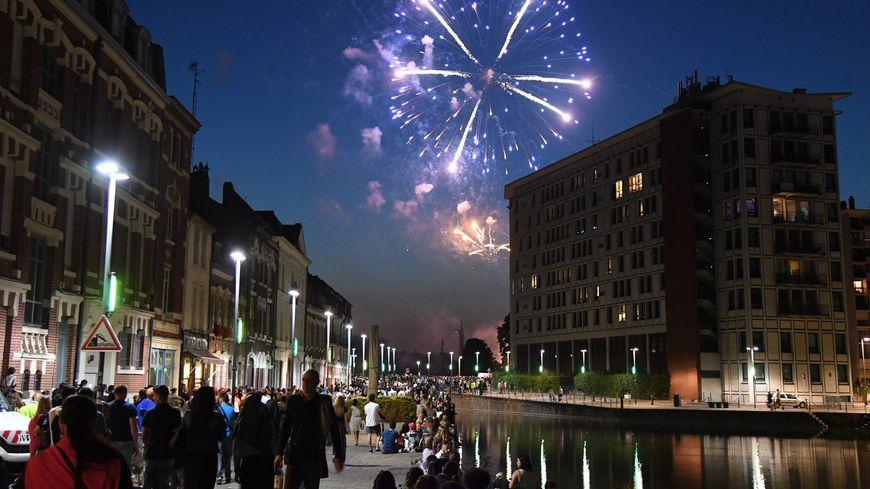 Feu d'artifice à Lille, le 14 juillet 2019. Cette année le préfet du Nord a pris un arrêté interdisant d'utiliser des artifices de divertissement C2, C3 et C4 pour le week-end de la fête nationale