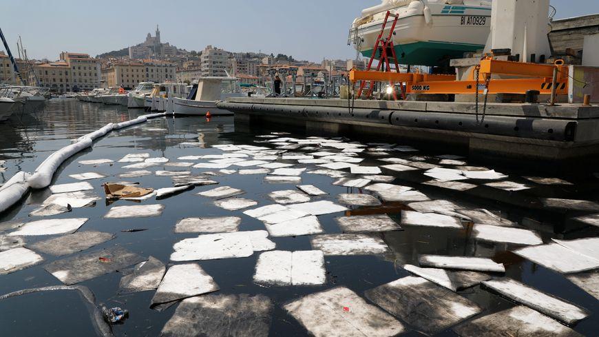 Une flaque d'hydrocarbures de 2 000 m² a été détectée, dimanche dernier, dans le Vieux-Port de Marseille