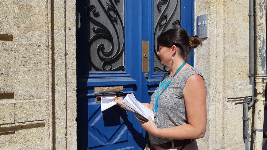 Laetitia Lecoq, contrôleuse des locations saisonnière pendant sa tournée hebdomadaire.