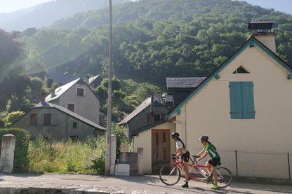 Lætitia Bernard, non-voyante, réalise l'intégralité des étapes du Tour de France en tandem !