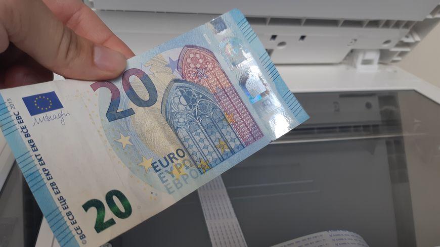 Le jeune photocopiait des billets de 20 euros...
