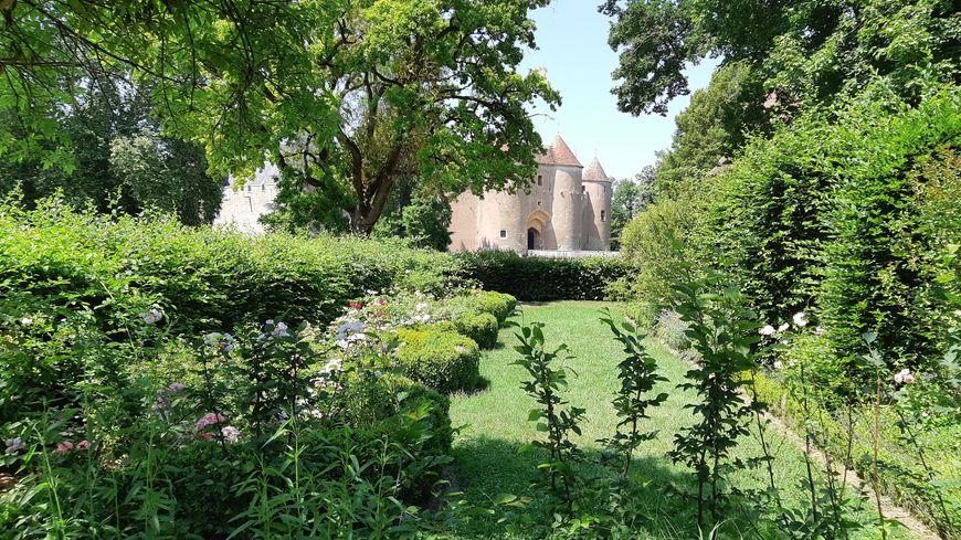 Un chateau et un jardin remarquable.