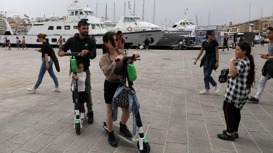 Trop dangereuses pour les piétons, selon la mairie, les trottinettes électriques n'auront plus le droit de rouler sur les trottoirs de Marseille dès la semaine prochaine