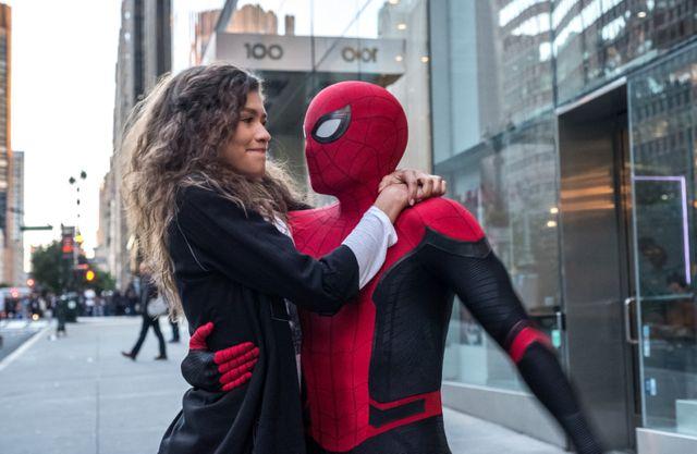 L'actrice Zendaya (alias MJ) et Tom Holland (alias Spider-Man - Peter Parker)