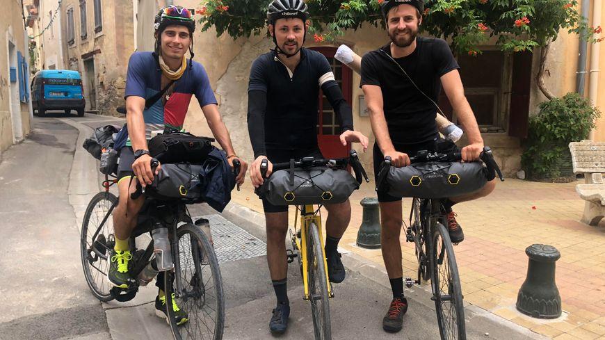 Matthieu Tordeur (au centre), accompagné de Sacha Benitah (à gauche) et Thibault Labey (à droite).