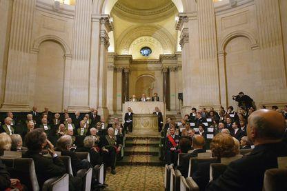 Vue générale prise le 04 décembre 2003 sous la coupole de l'Institut de France à Paris, de la séance publique annuelle de l'Académie Française.
