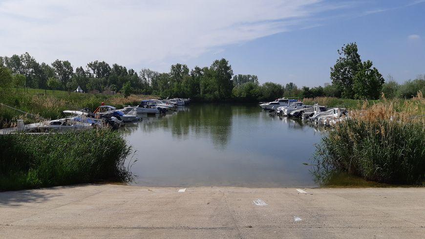 """Le port nautique de Basse-Ham (Moselle) labellisé """"Pavillon bleu"""" en 2018 est un havre de fraîcheur"""