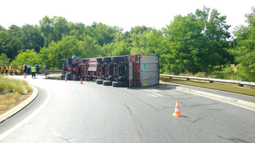 Les opérations de relevage du camion doivent prendre un peu de temps
