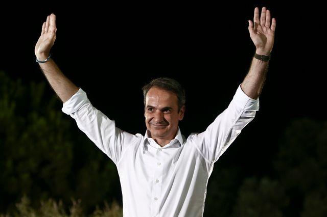 """Ses partisans considèrent que """"Mitsotakis est le Macron grec""""."""
