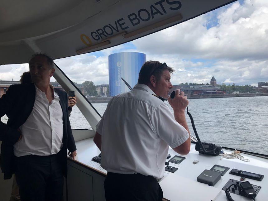 La capitaine a dû suivre une formation pour apprendre à diriger la navette.
