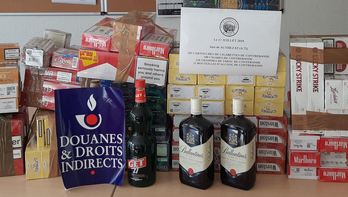 Puy-de-Dôme : 124 cartouches de cigarettes et 15 bouteilles d'alcool saisies par les douanes sur l'A75