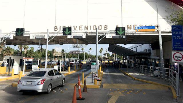 Á la frontière mexicaine.