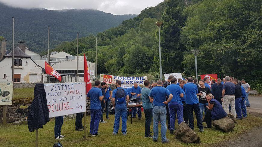 Les ouvriers se sont mobilisés toute la journée devant la fonderie pour dénoncer l'attitude de leur direction.