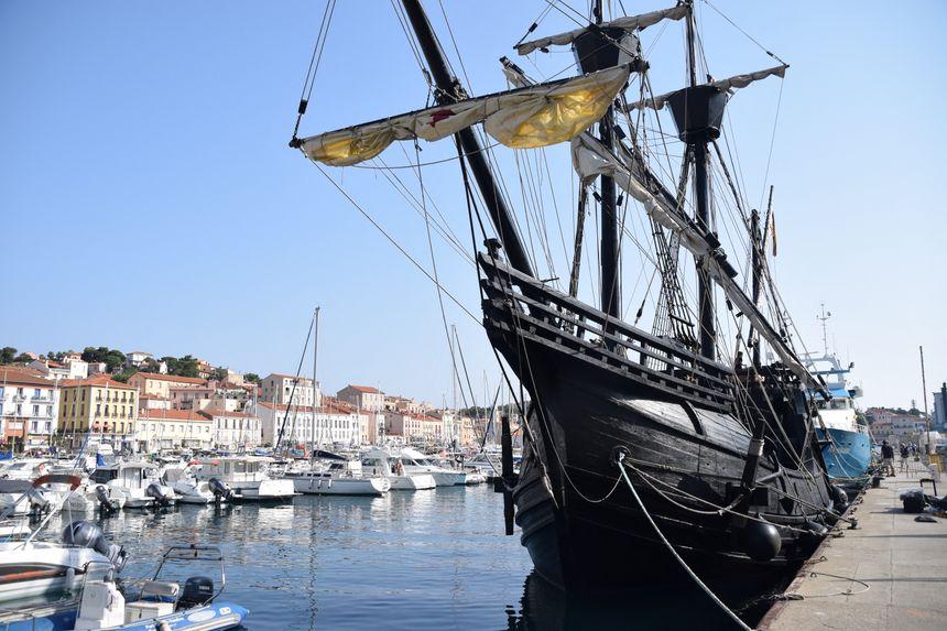 Réplique du navire qui a bouclé le premier tour du monde, le Nao Victoria est arrivé à Port-Vendres ce mercredi matin