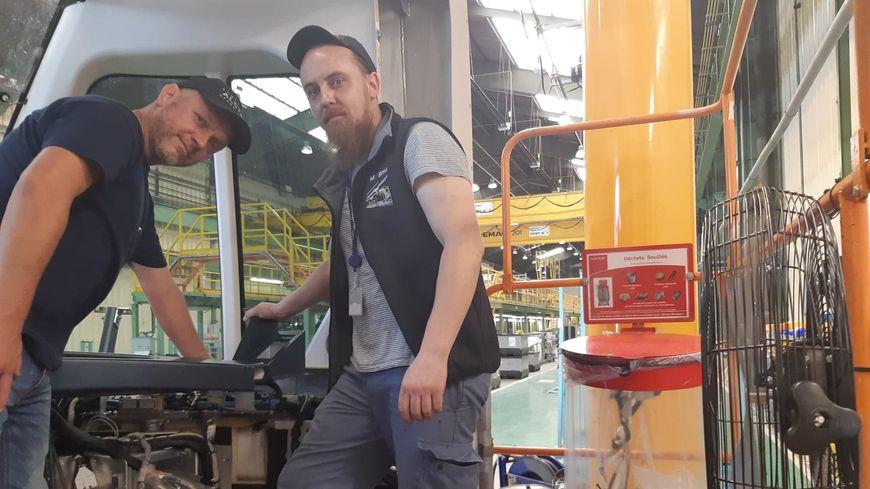 Grégory le manager, et Bryan l'opérateur ont commencé leur journée plus tôt avec un ventilateur