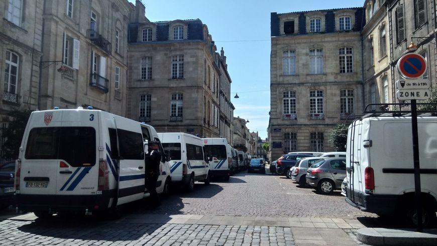 Évacuation ce matin dans le quartier St Michel à Bordeaux.