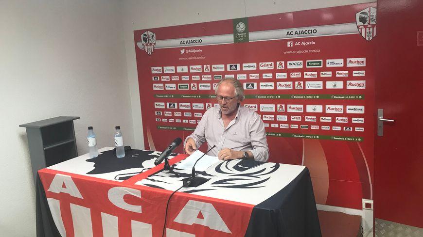 Léon Luciani lors de sa dernière conférence de presse à la tête du club