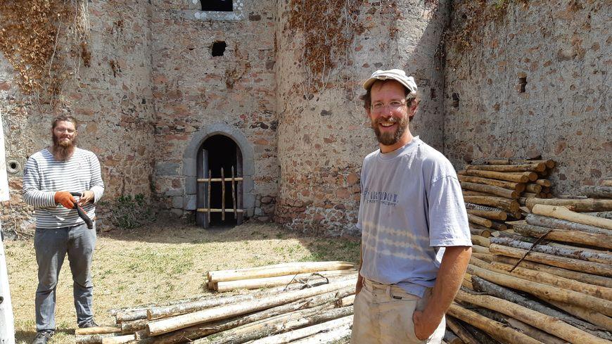 Emmanuel Jacquin-Couret, menuisier-charpentier installé à Clessé qui connaît les méthodes traditionnelles, va participer au chantier du château de l'Ebaupinay