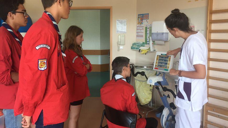 Les jeunes ont pu tester les différentes machines de renforcement musculaire du centre de rééducation.
